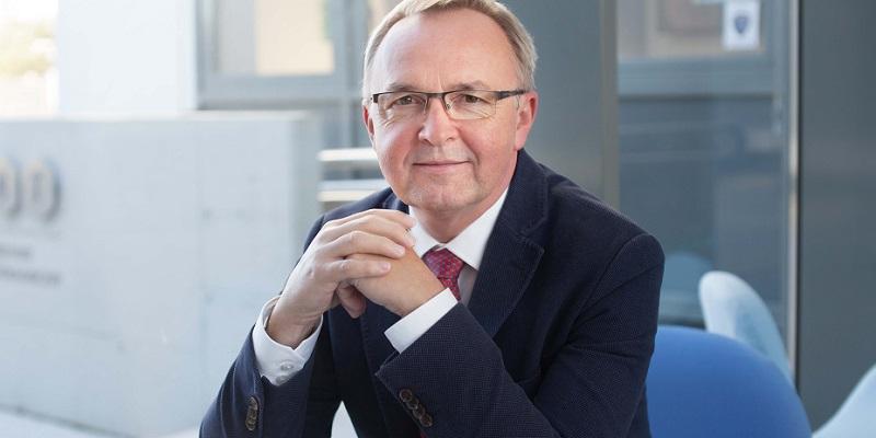 Profesor Maciejewski z Medalem Złotym za Długoletnią Służbę